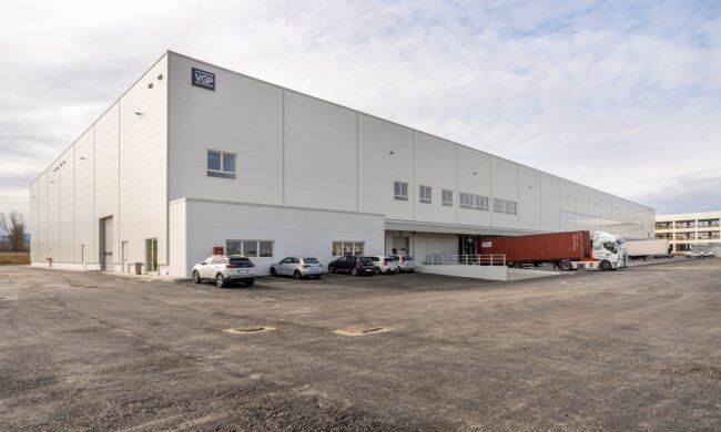 VGP annuncia il completamento e la consegna ufficiale del nuovo edificio green con uffici e magazzino per Macron a Valsamoggia, Bologna