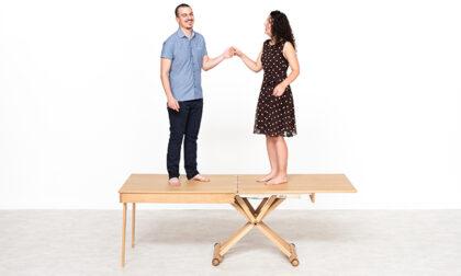 L'idea salvaspazio dei tavolini trasformabili in tavoli da pranzo